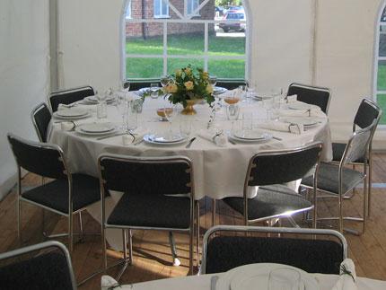 Matbord För 10 Personer : Tält uthyrning helsingborg festotÄlt ståbord bänkset bord stol porslin